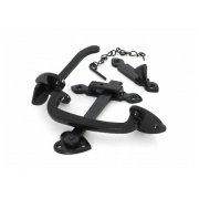 Black Thumblatch Set with Chain